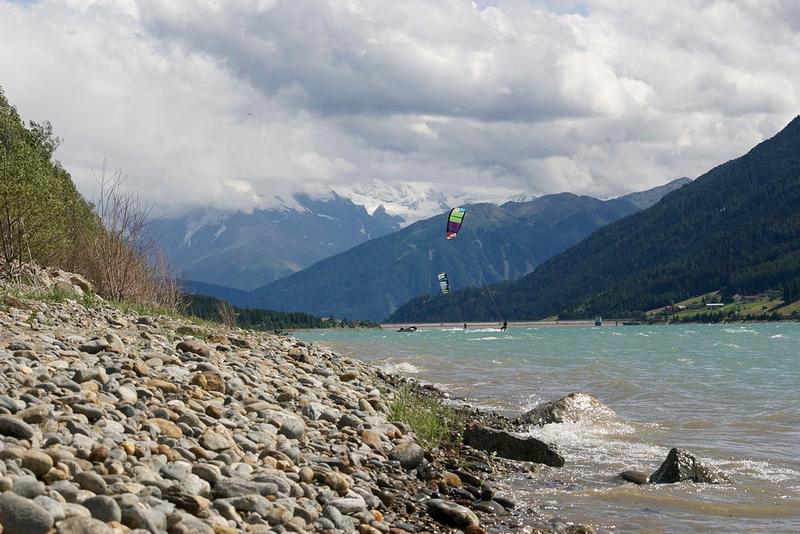 Reschensee kitesurfers