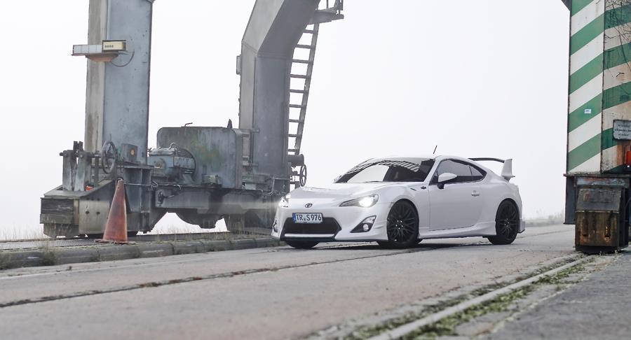 White Toyota GT86 Aero kit