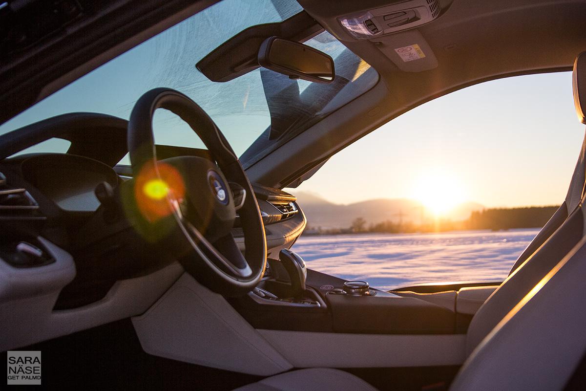 BMW-i8-sunset-interior
