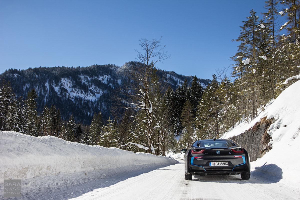 BMW-i8-winter-wonderland