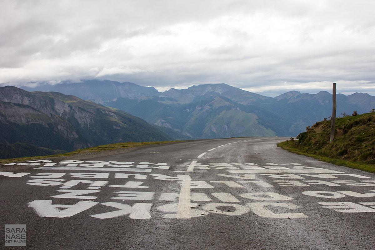 Col d Aubisque road text