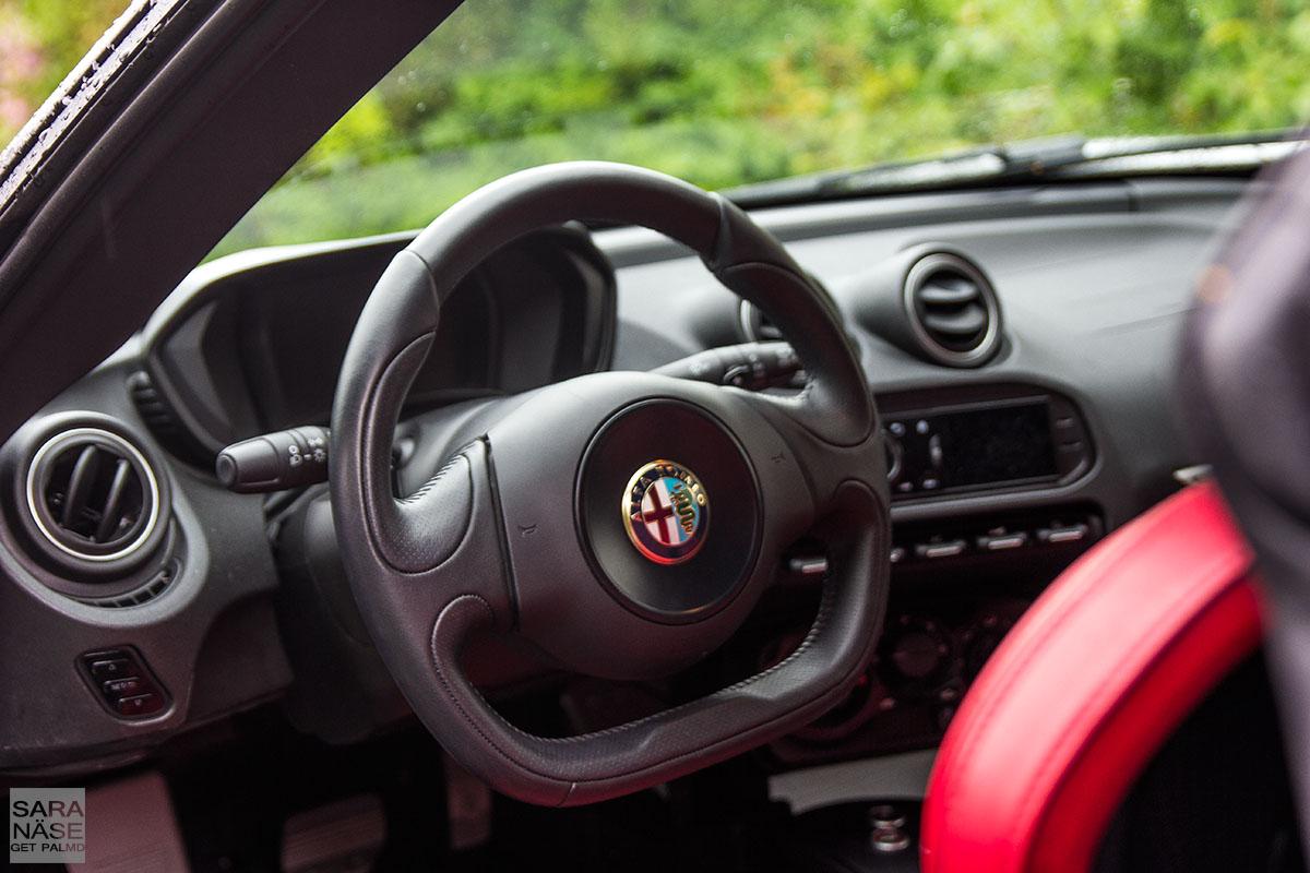 Alfa Romeo 4C inside