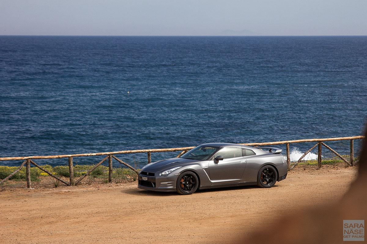 Nissan GTR seafront
