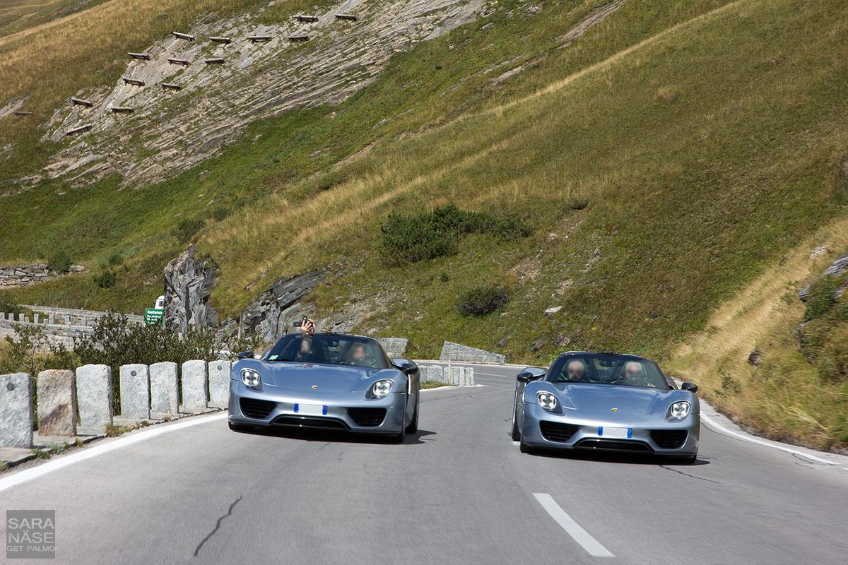918 Spyder side by side