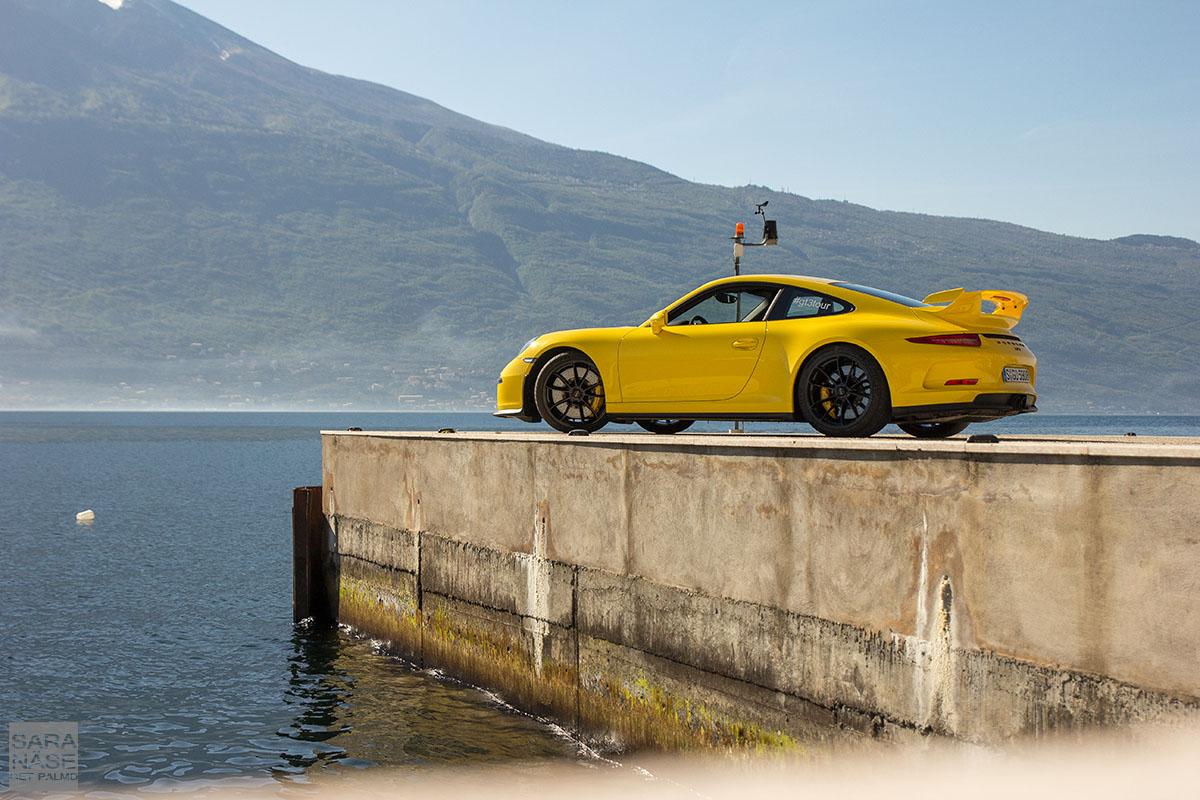 Porsche 911 991 GT3 yellow