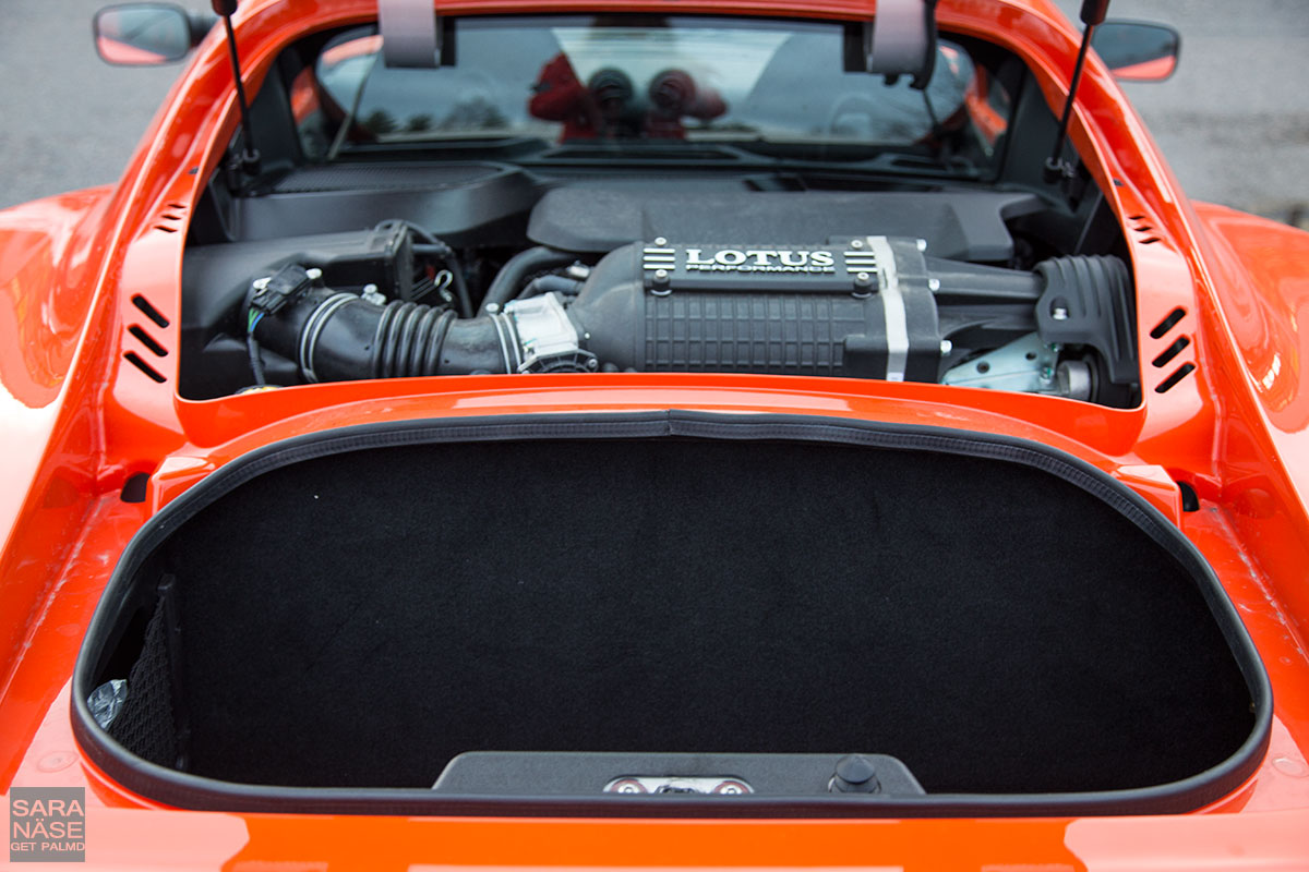 Lotus-Exige-S-Club-Racer-boot-size
