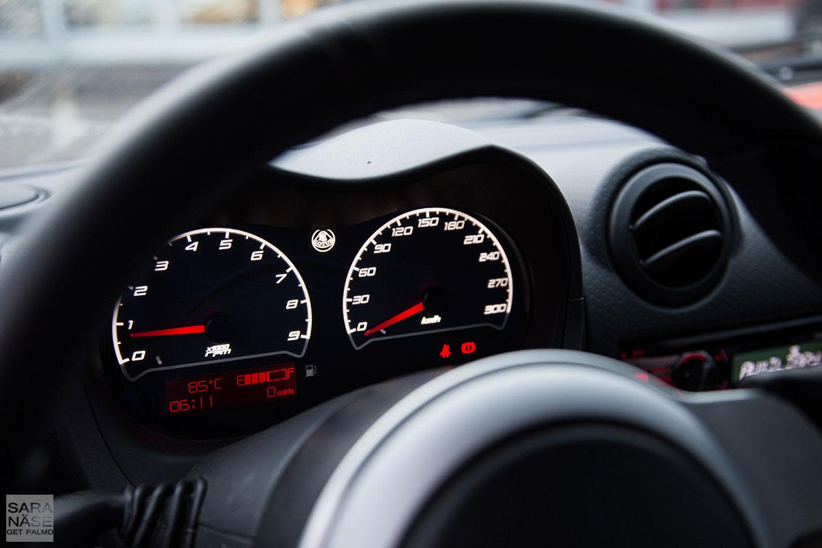 Lotus-Exige-S-driver's-view
