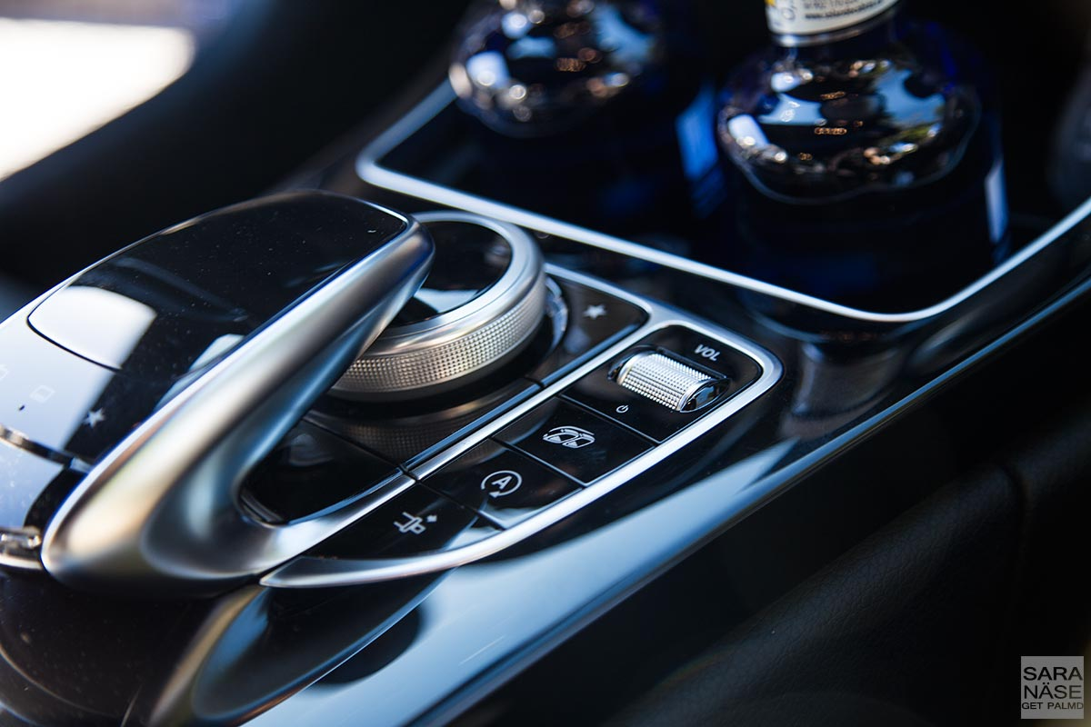 Middle-console-C63-AMG