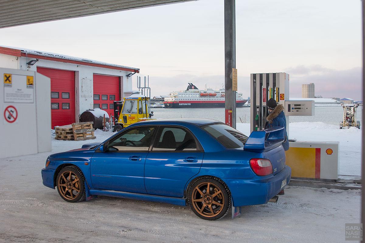 Hurtigruten-fuel-stop