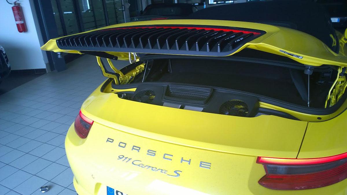 Porsche 911 Carrera S oil fill