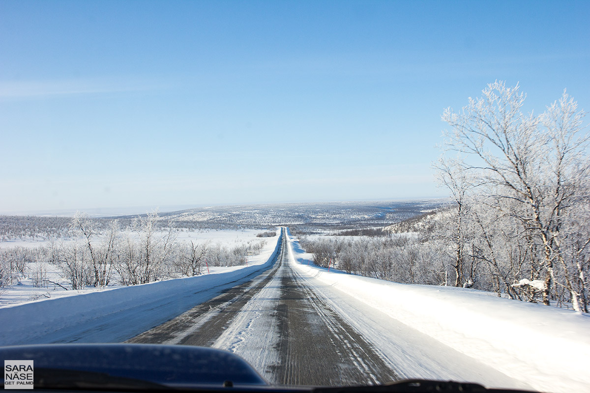 Scenic-driving-road-Lapland