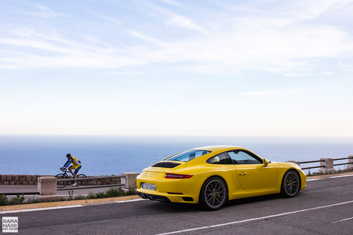 Porsche 991 yellow
