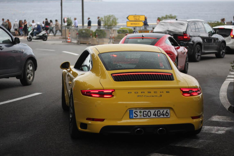 Racing-yellow-Porsche-rear
