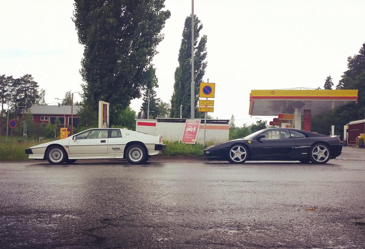 White Lotus Turbo Esprit and black Ferrari F355 berlinetta