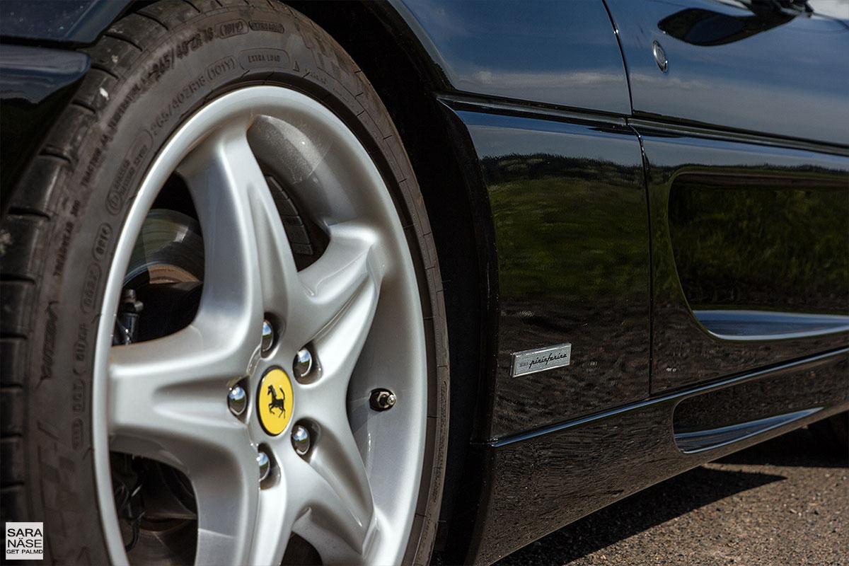 Ferrari F355 berlinetta silver rim