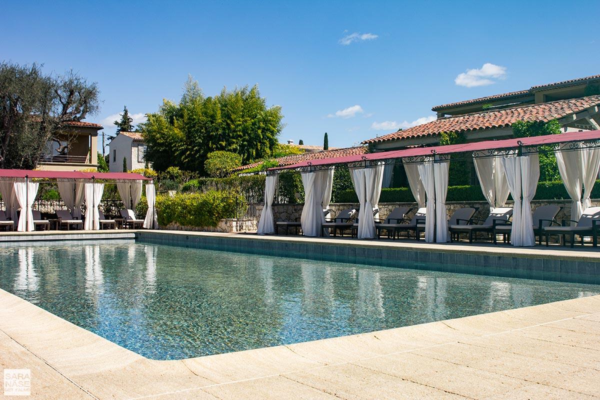 Le-Mas-de-Pierre-pool