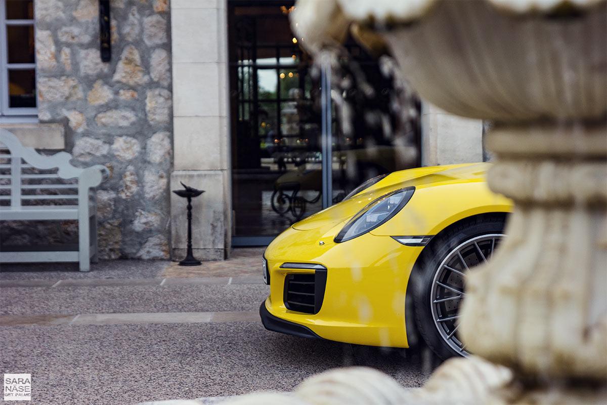 Porsche-yellow-details