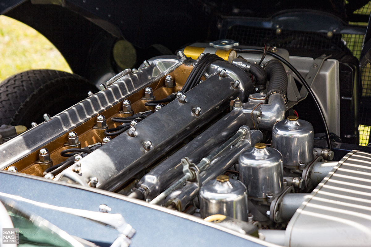 Jaguar-E-Type-engine