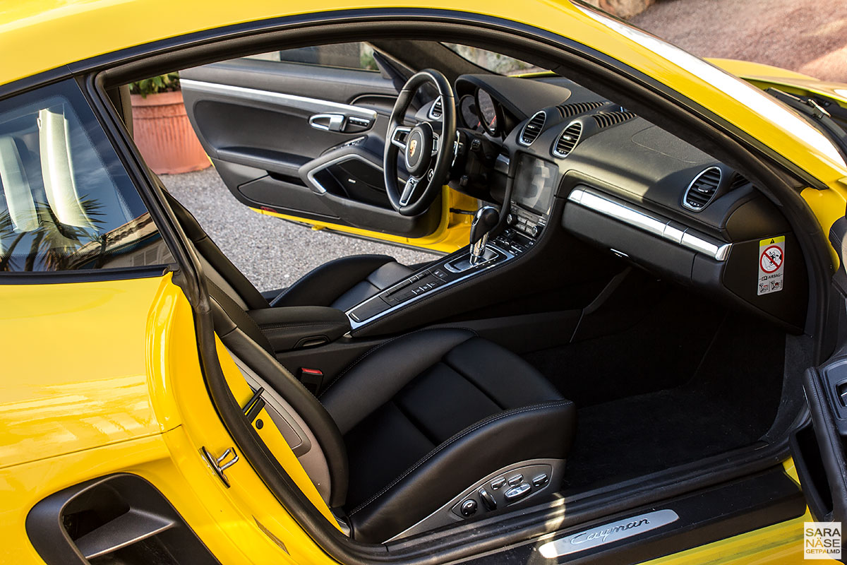 Porsche 718 Cayman - black leather interior