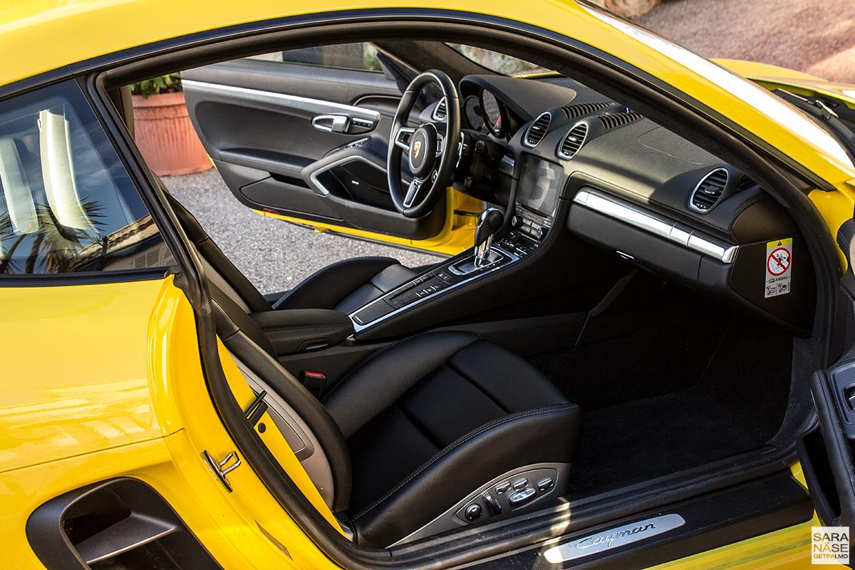 Porsche 718 Cayman - black leather interior