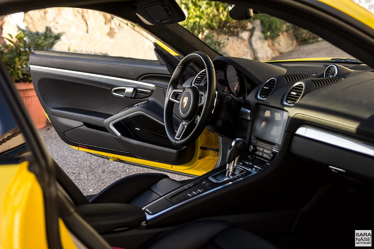 Porsche 718 Cayman - inside