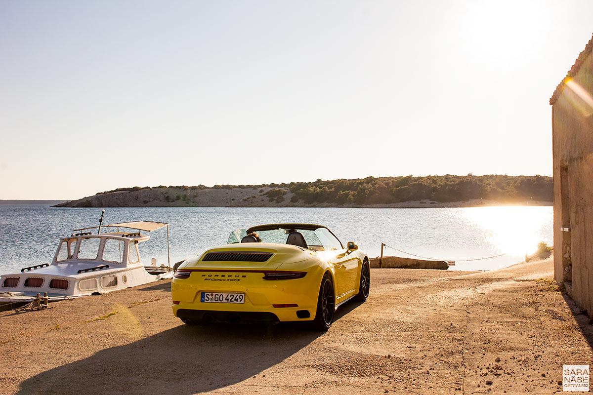 Porsche 911 Carrera 4 GTS Cabriolet - Racing yellow