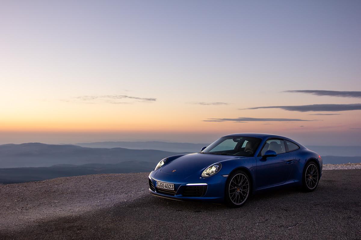 Sapphire blue Porsche 911 991.2 Carrera