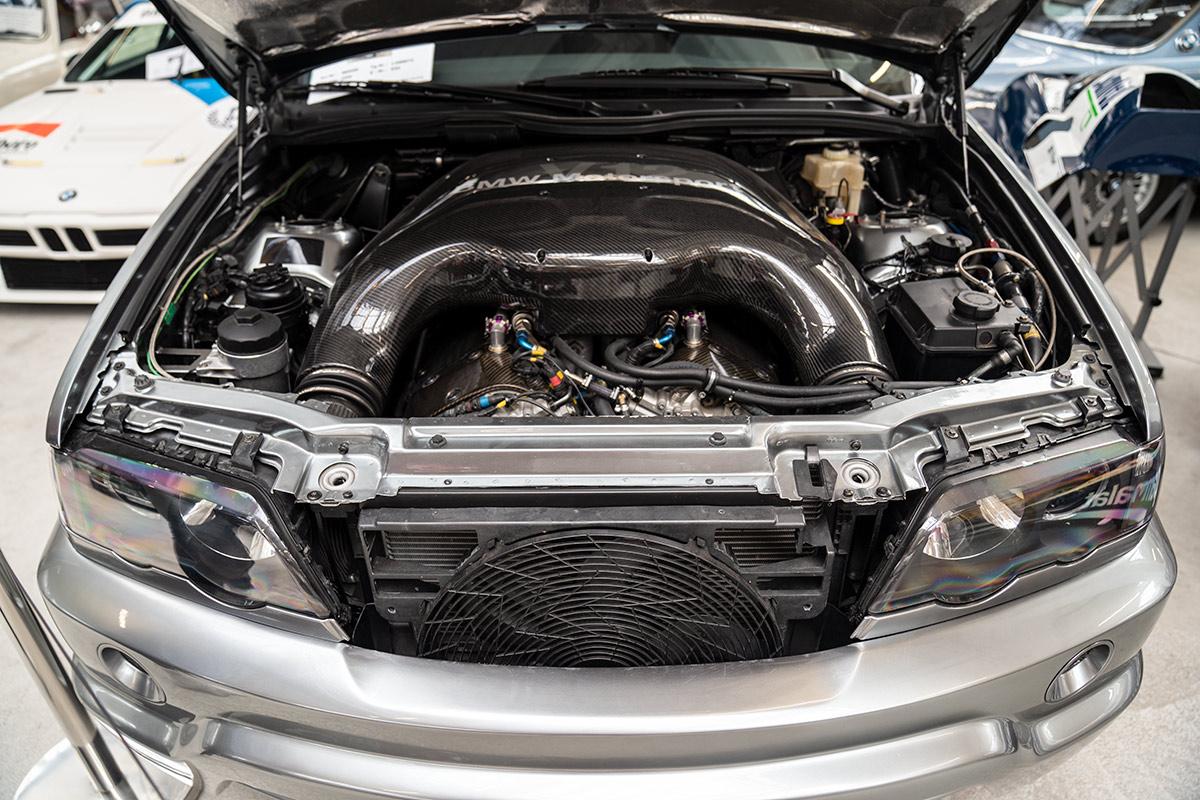 BMW Group Classic - BMW X5 engine swap