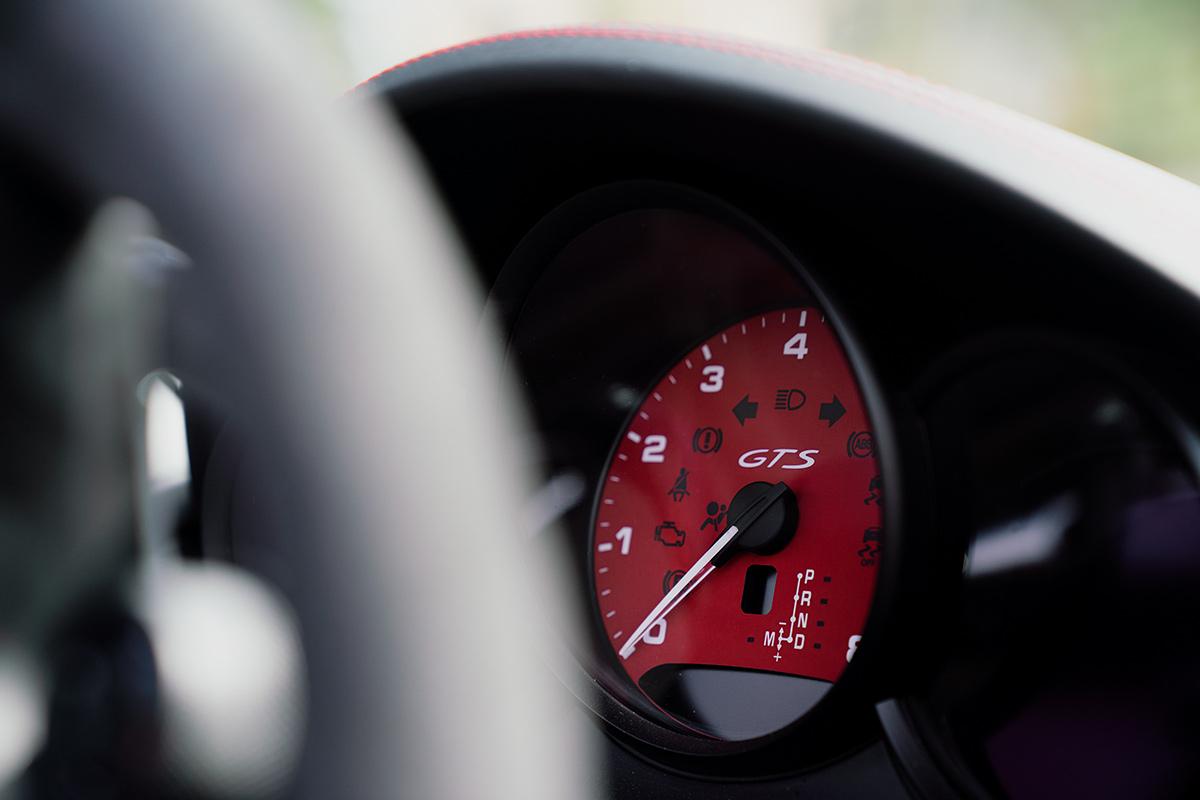 Porsche 718 Boxster GTS rev counter