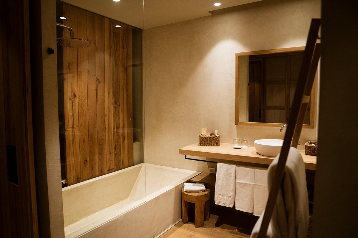 Hotel Peralada bathroom