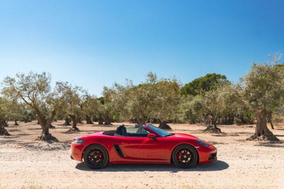 Porsche 718 Boxster GTS in redPorsche 718 Boxster GTS carmine red