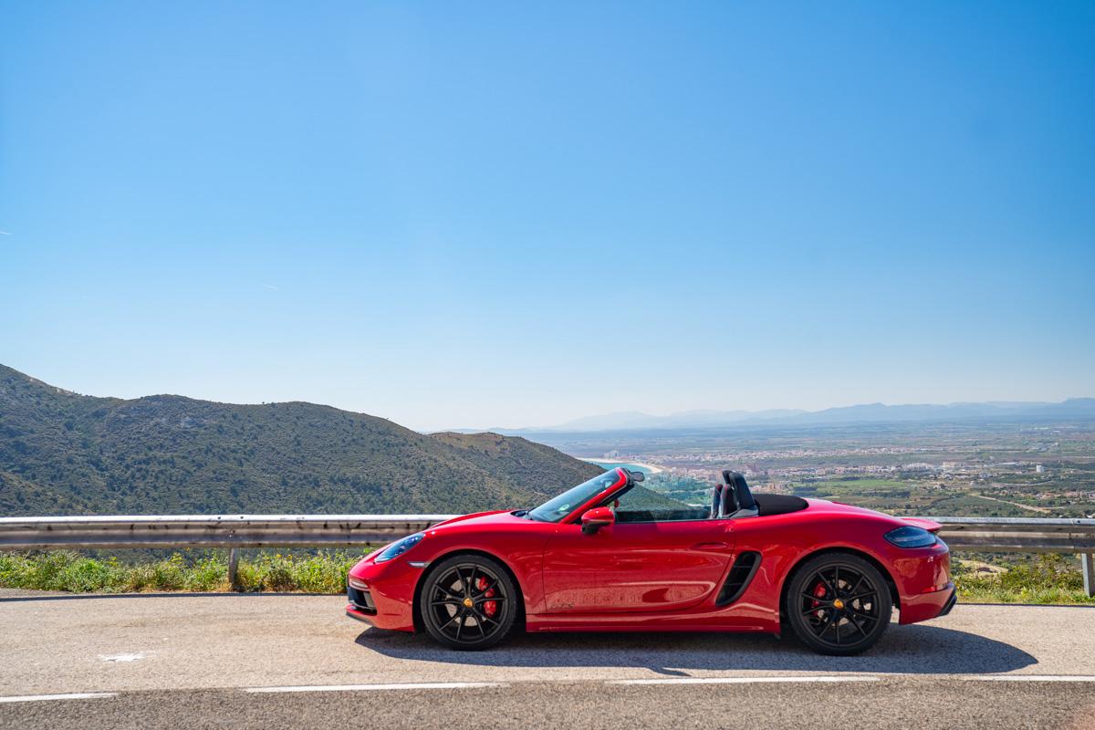 Porsche 718 Boxster GTS in redPorsche 718 Boxster GTS profile